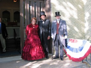 Lincolns & William Tallman greet visitors